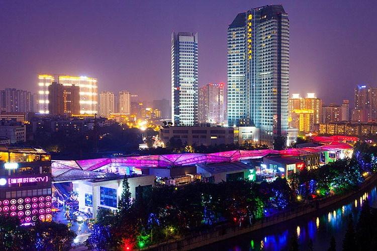 chengdu_street_night_920x500